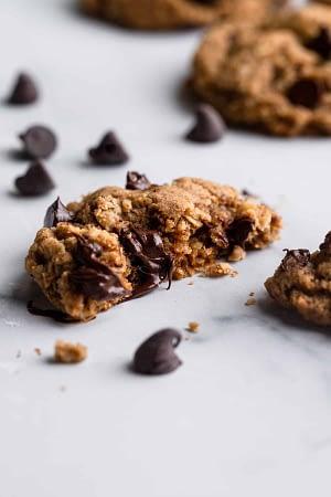 Vegan Oatmeal Chocolate Chip Cookies - Food Faith Fitness